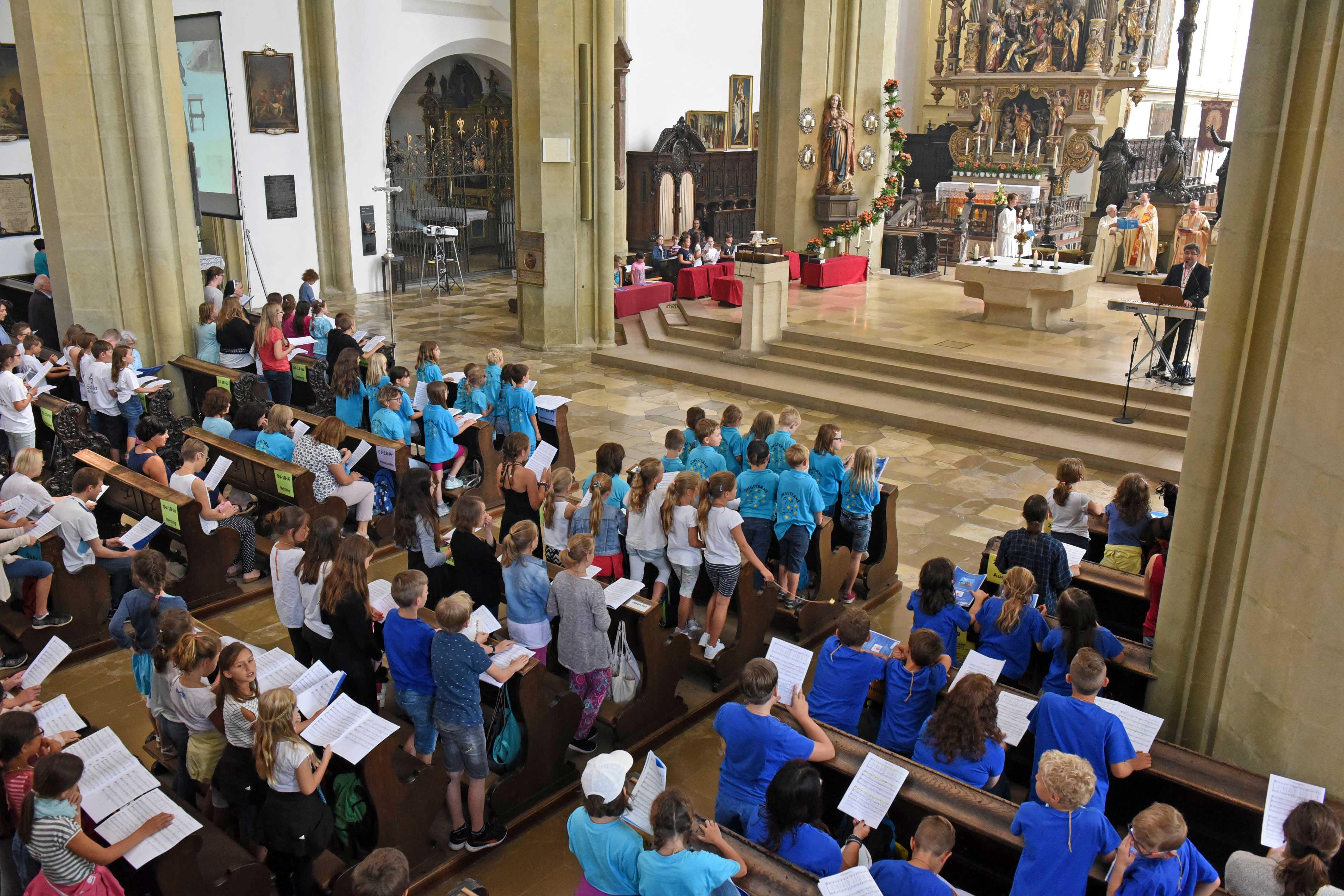 Beim Kinderchortag wuchsen 21 Kinderchöre zu einem großen Chor zusammen (Fotos: Simone Zwikirsch / pba)