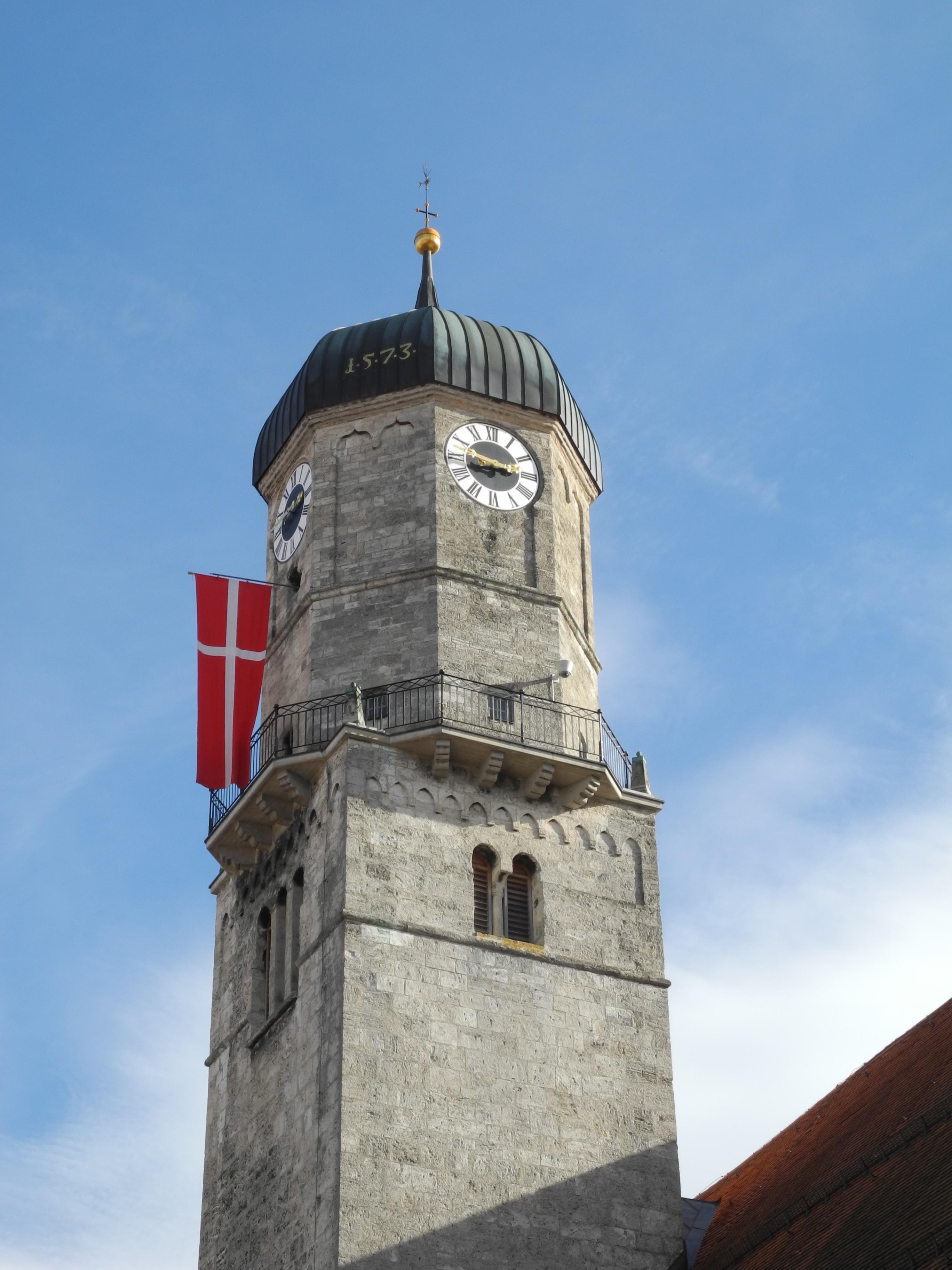 """""""Zachäus"""" an der Stadtpfarrkirche Mariae Himmelfahrt in Weilheim/Obb. (Foto: Franzfoto (2013). GNU Free Documentation License (GFDL) 1.2 or later; CC-BY-SA 1.0, 2.0, 2.5, 3.0)"""