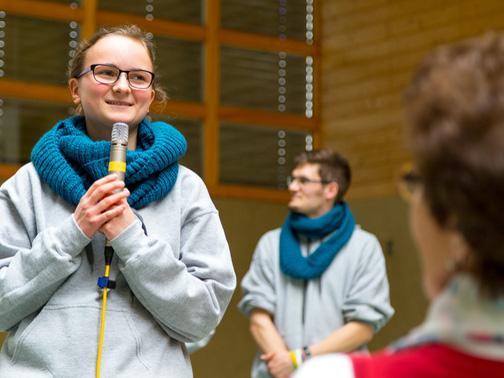 Kommunikationstraining macht fit für öffentliche Auftritte, wie hier bei der Missionarischen Woche. (Foto: Joshua Golde)