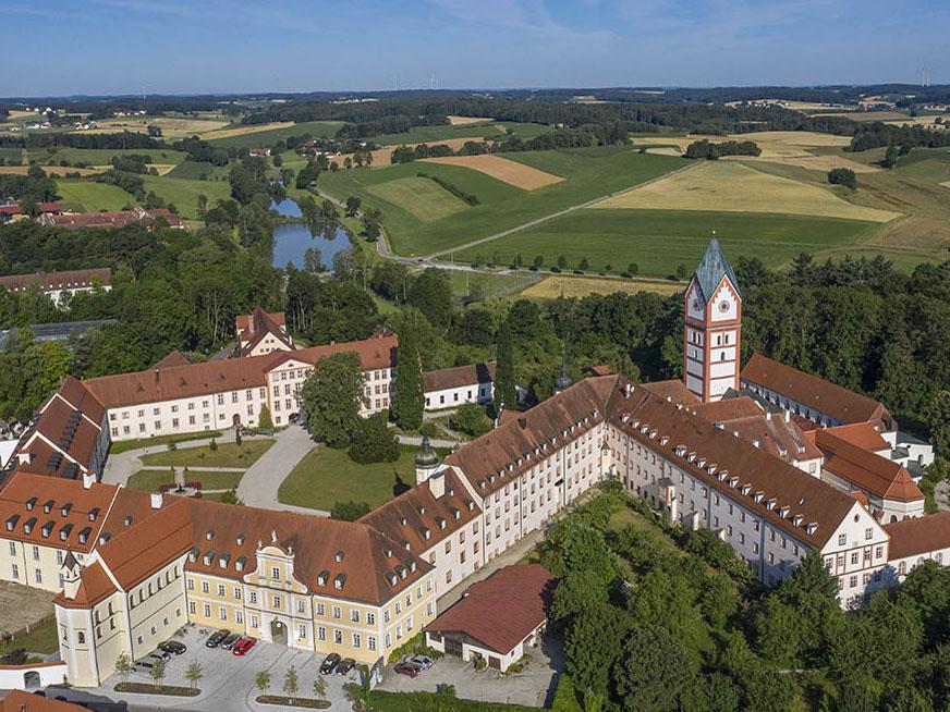 Luftaufnahme Kloster Scheyern (Foto: Brandl)