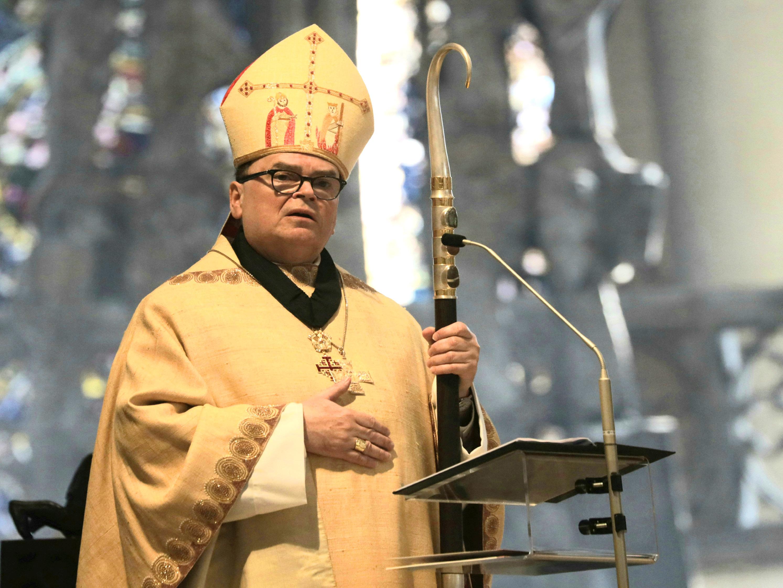 """Bischof Bertram in seiner Predigt: """"Brechen wir eine Lanze für die Weltkirche!"""" (Foto: Annette Zoepf / pba)."""