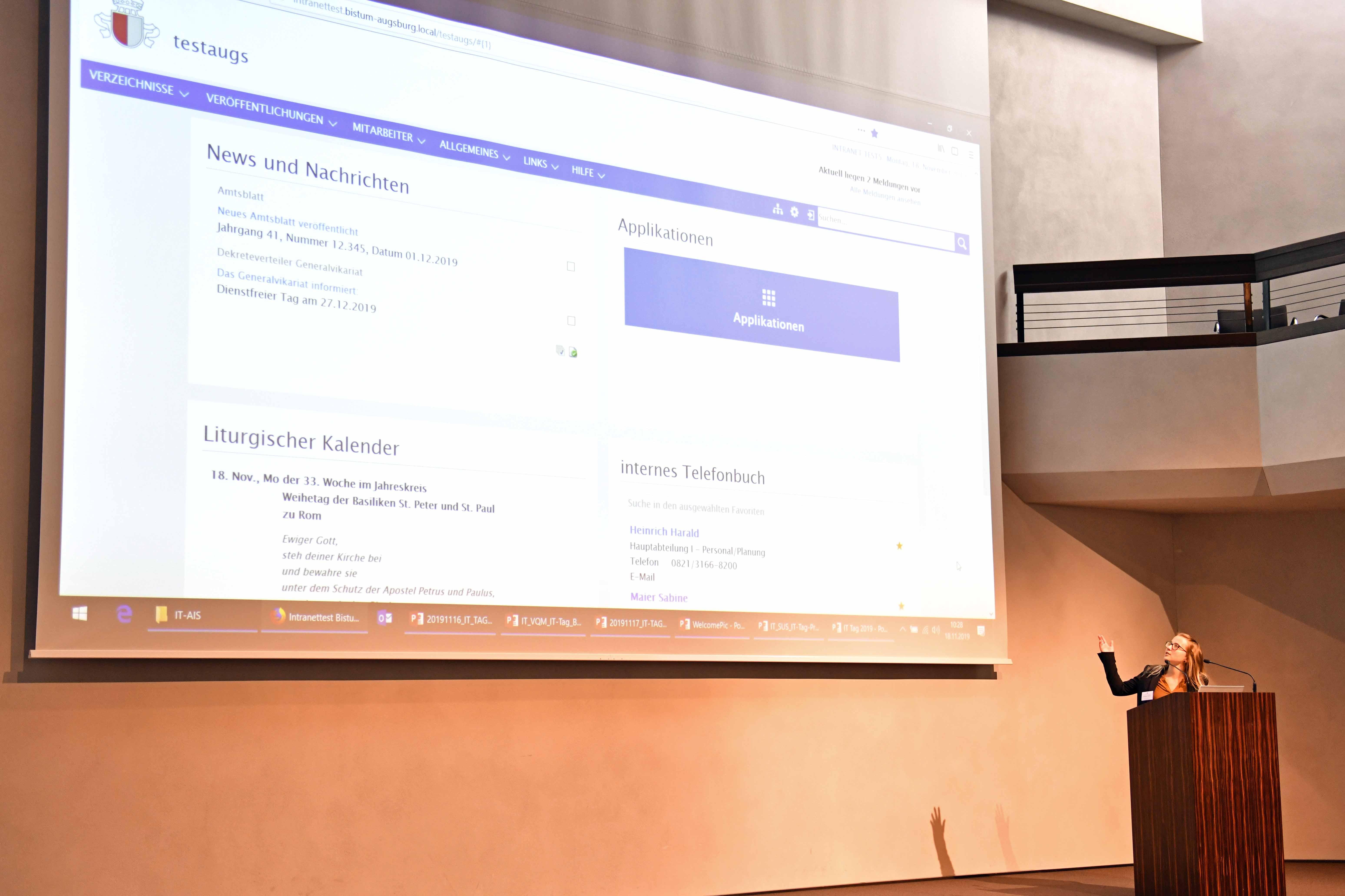 Johanna Eberle von der Abteilung Software & Services stellt das neue Intranet vor.