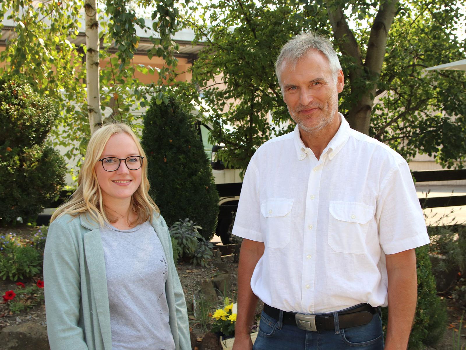 Anna Wirth und Rainer Heider begleiten als Sozialarbeiter die Bewohner in ihrem Alltag (Foto: Bernhard Gattner / Caritas Augsburg)