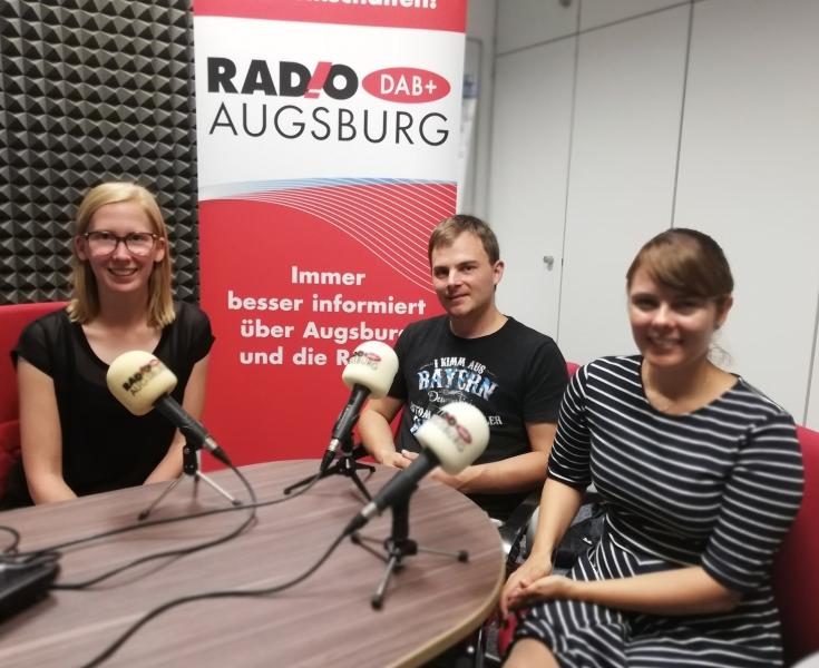 Katharina van der Beek im Gespräch mit Regina Schwarz und Andreas Kaiser vom Nightfever-Leitungsteam (Foto: RADIO AUGSBURG)