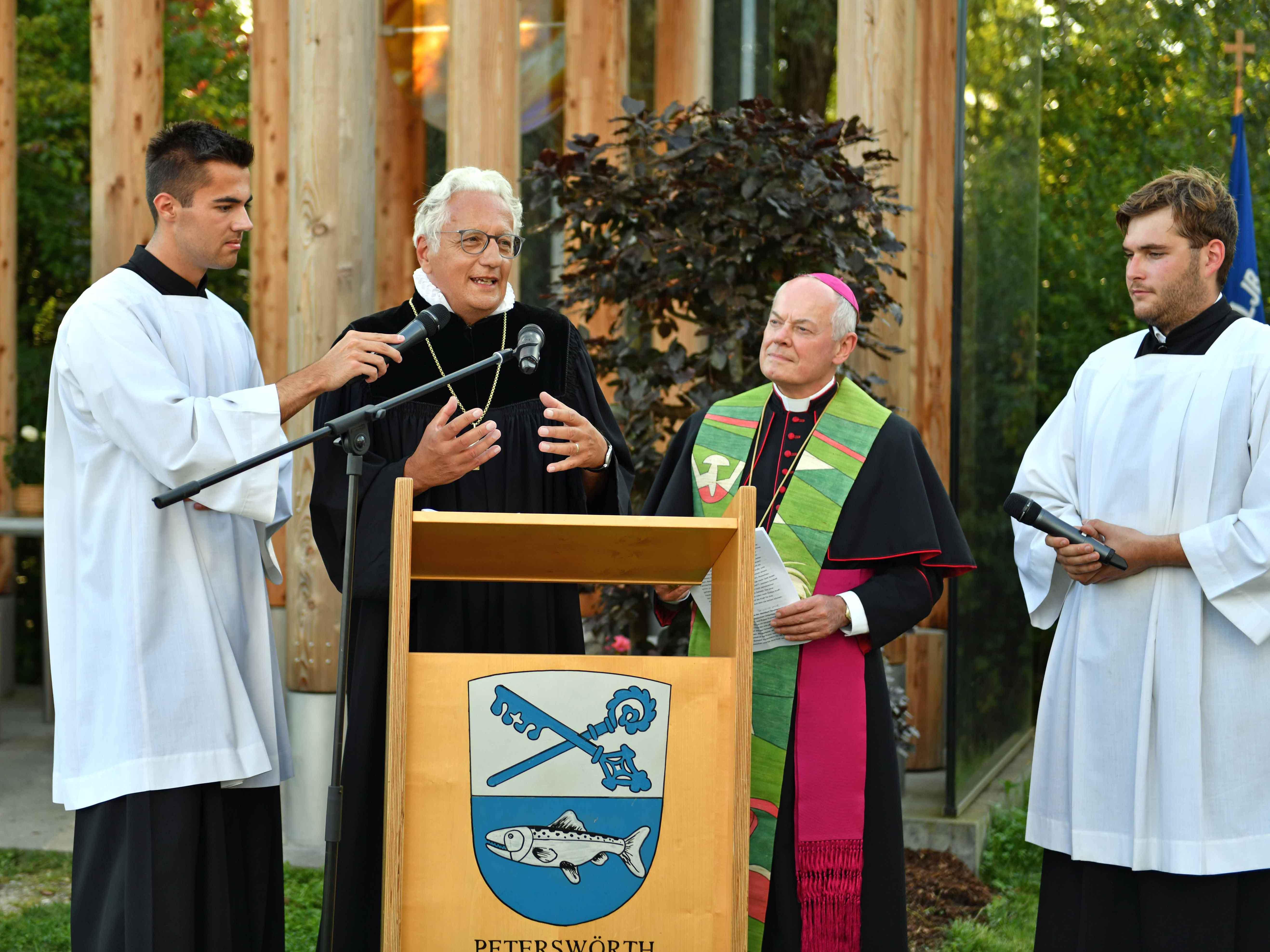 In einer Dialogpredigt erinnerten Regionalbischof Axel Piper und Weihbischof Dr. Dr. Anton Losinger an Gott als die Quelle des Lebens und der Schöpfung. (Fotos: Nicolas Schnall / pba)