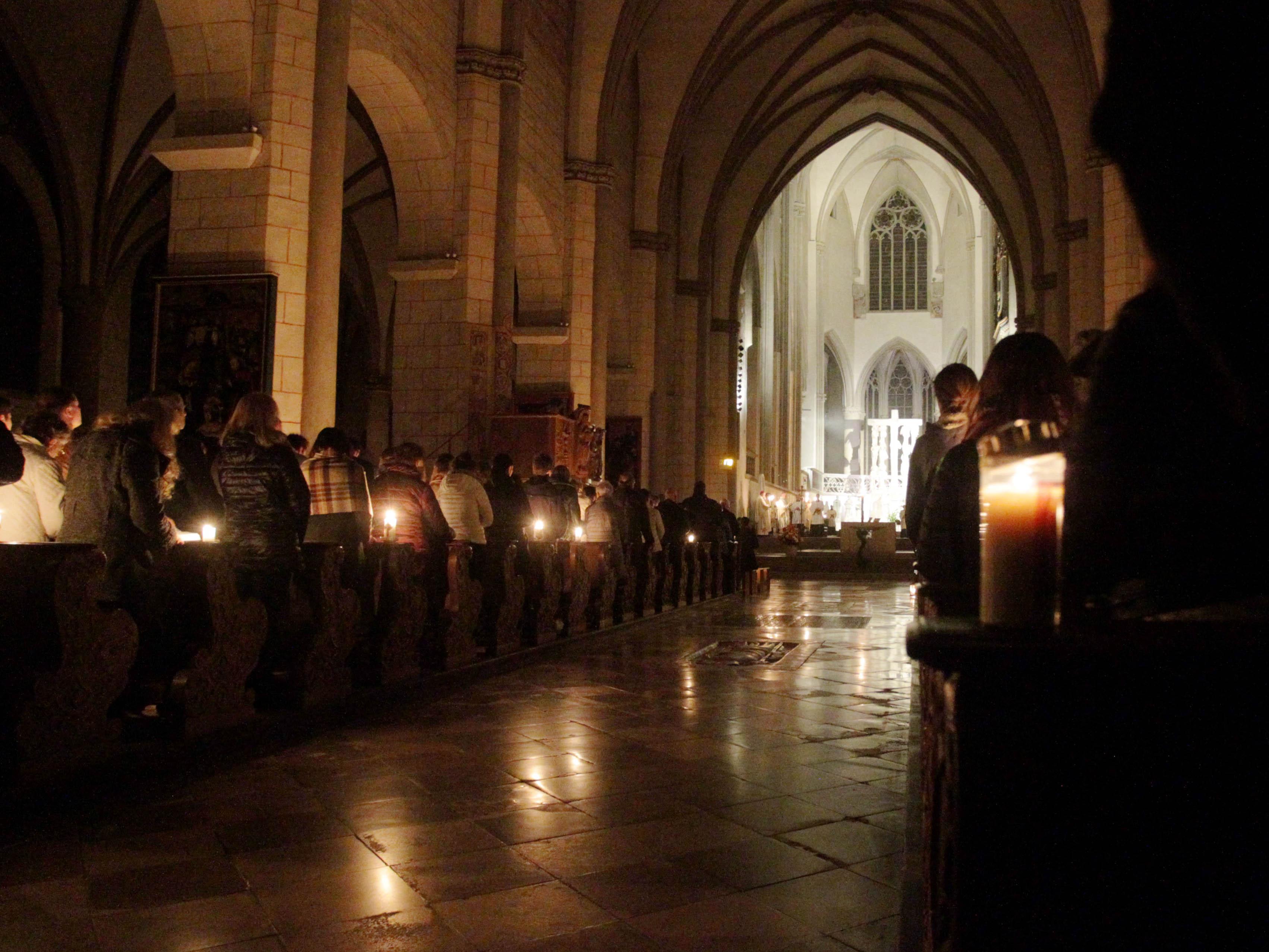 Osternacht im Augsburger Dom. (Fotos: Annette Zoepf / pba).