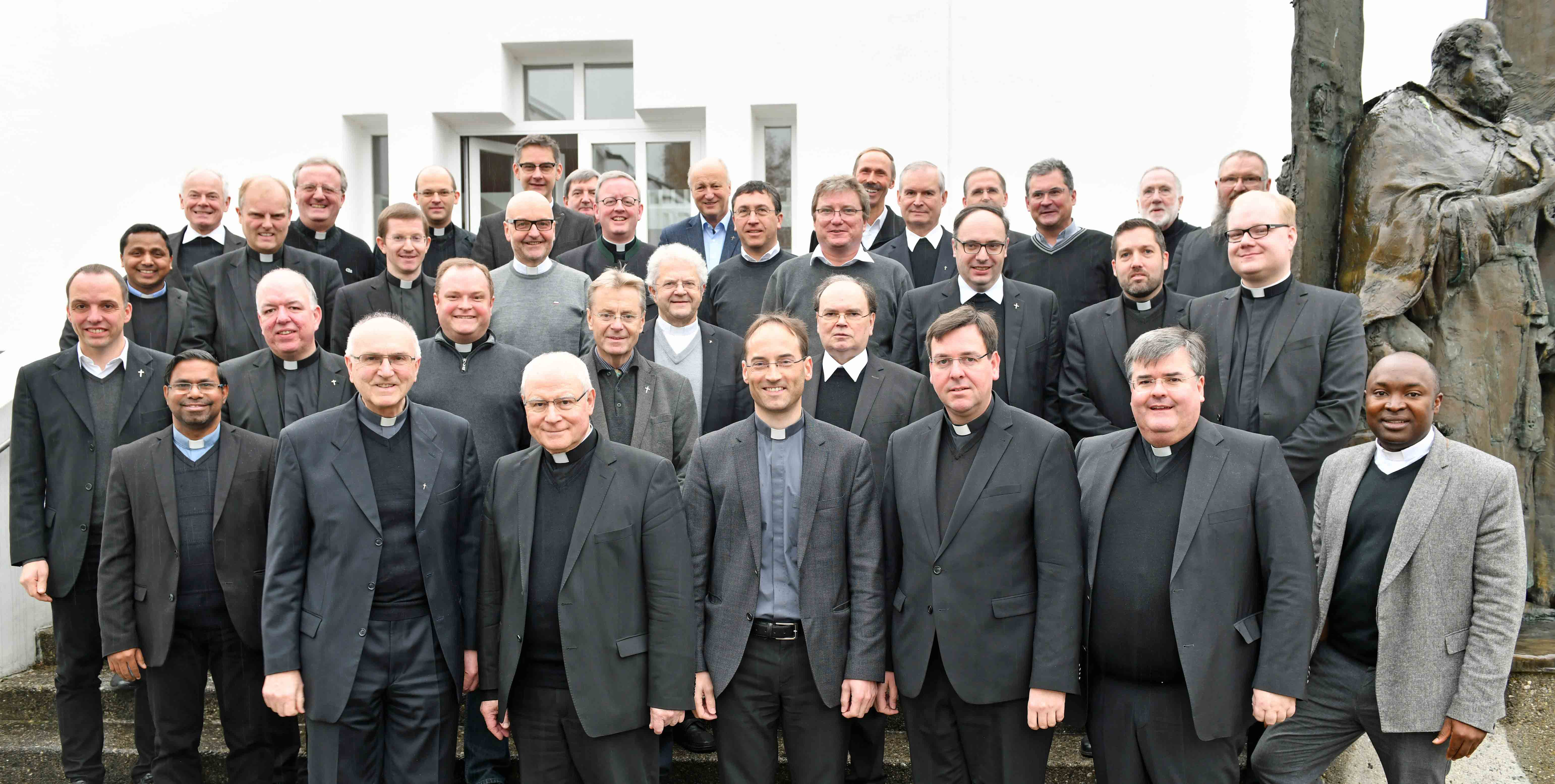 Beraten und repräsentieren: Der Priesterrat der Diözese mit seinen geborenen, gewählten und berufenen Mitgliedern. (Foto: Nicolas Schnall / pba)