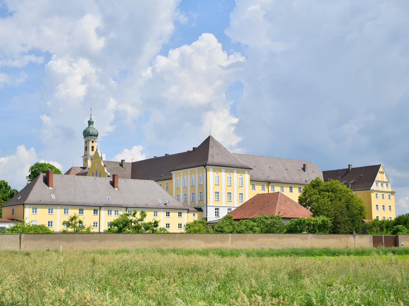 Das Kloster Maria Medingen von Süden