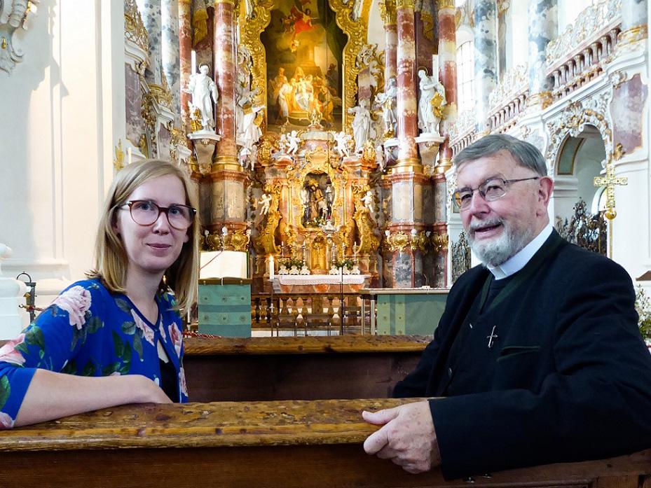 Am Sonntag zu hören: Katharina van der Beek im Gespräch mit Wiespfarrer Msgr. Gottfried Fellner. (Foto: Radio Augsburg)
