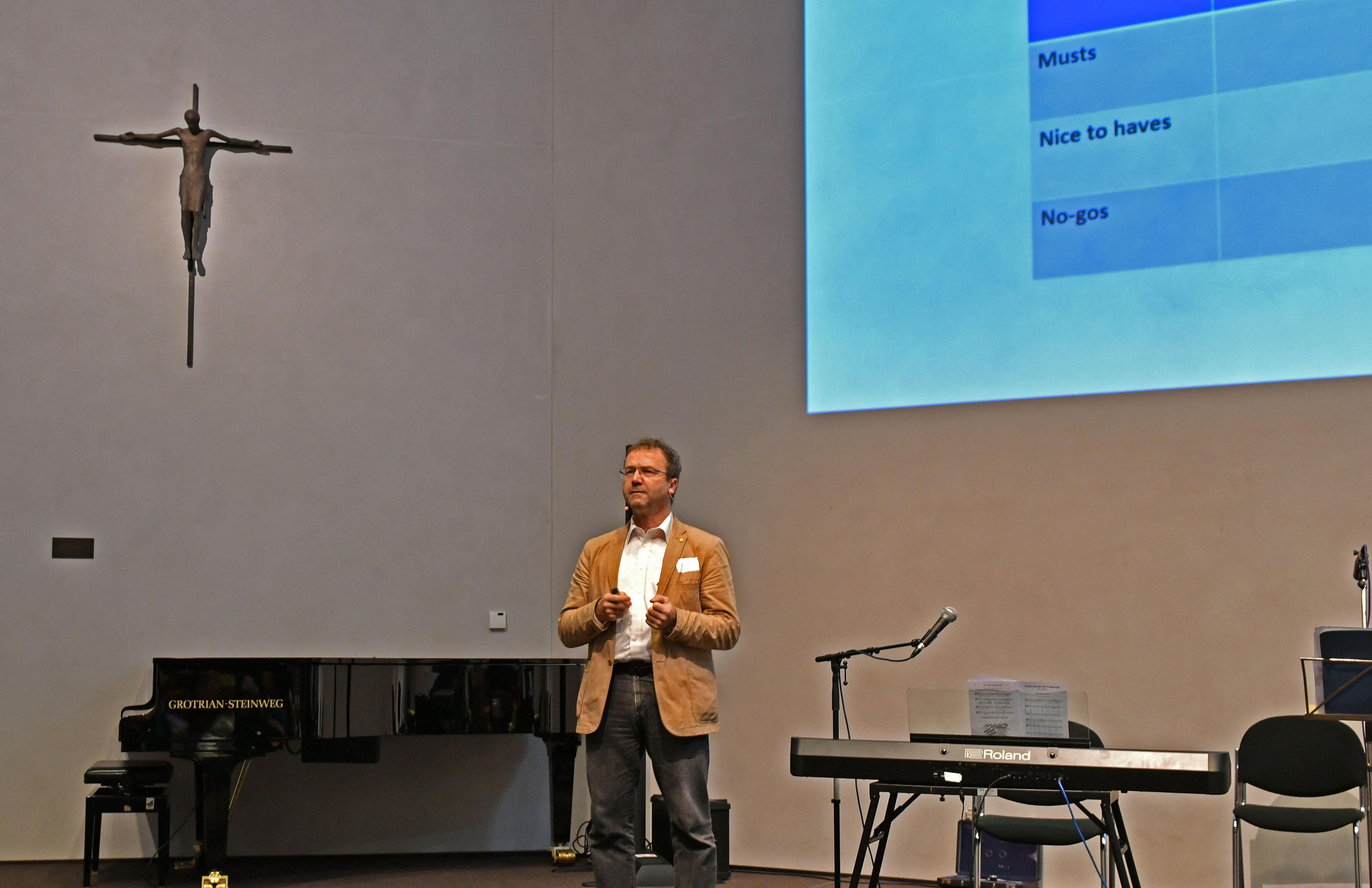 Dr. Georg Plank aus Graz referierte beim Studientag des Seelsorgeamts zum Thema Pastoralinnovation. (Foto: Simone Zwikirsch / pba)