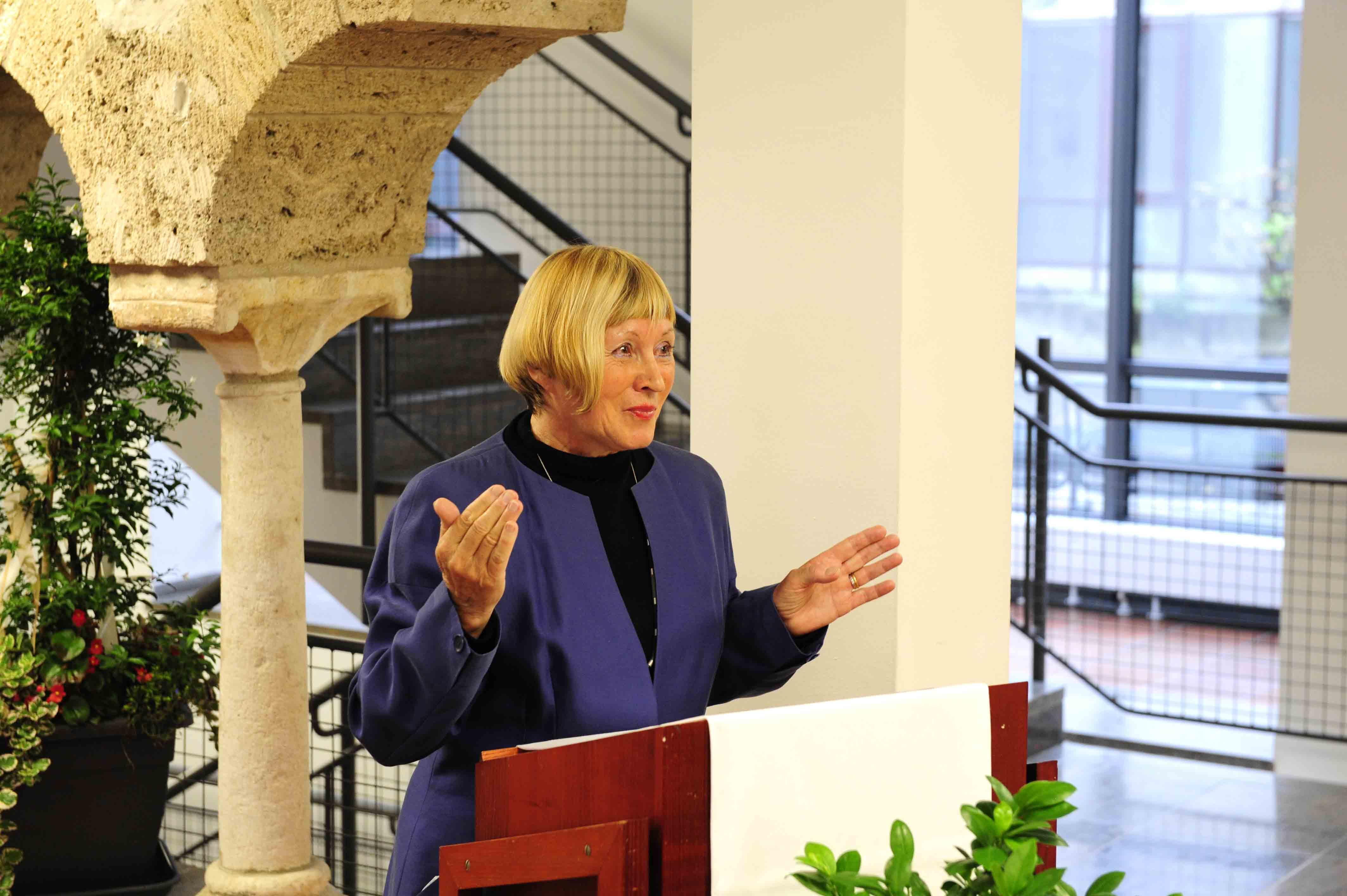 Frau Bäuml-Roßnagl bedankte sich bei allen, die zum Gelingen beigetragen haben.