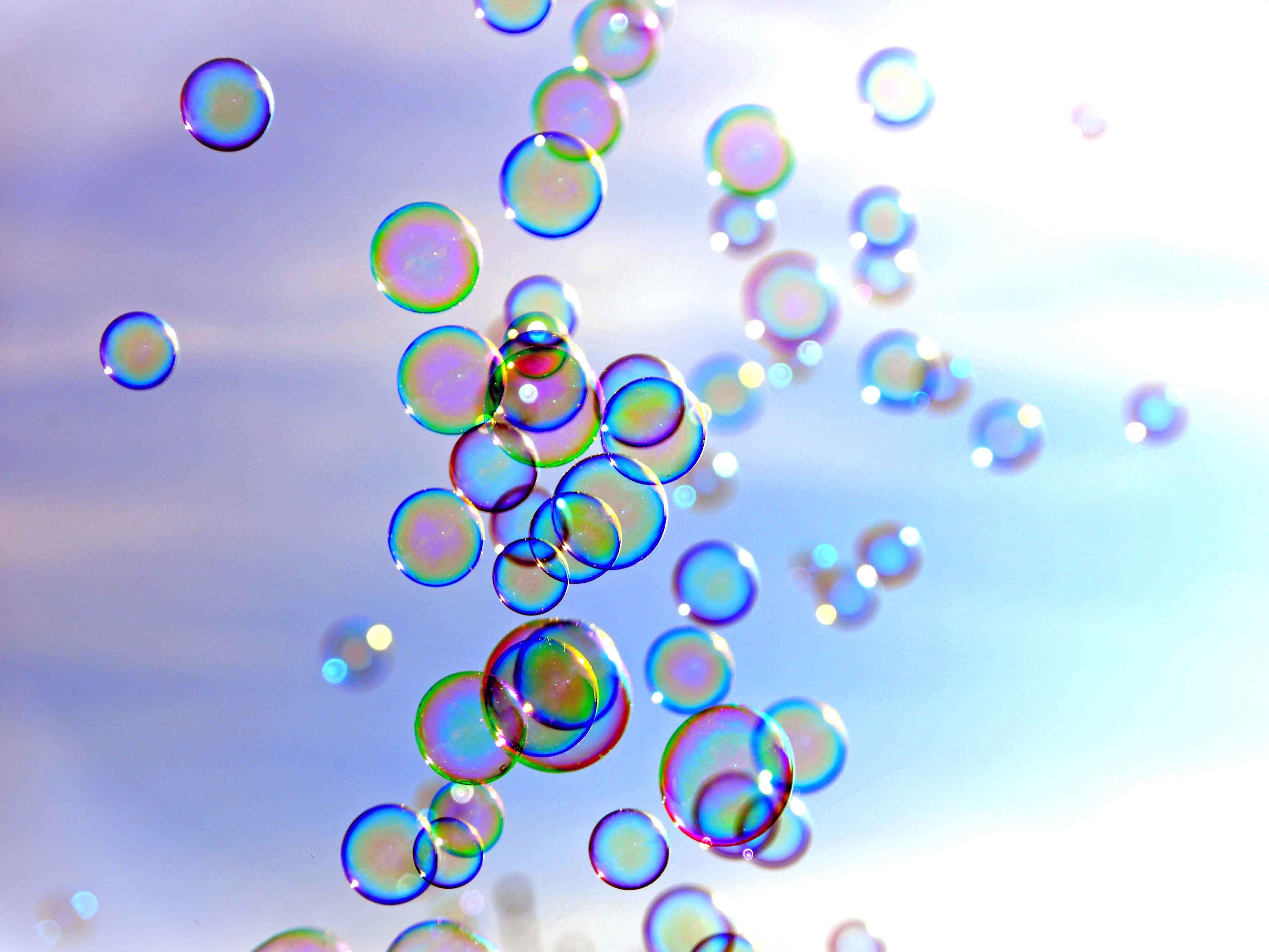 Seifenblasen (Bildquelle: congerdesign / pixabay, in pfarrbriefservice.de)