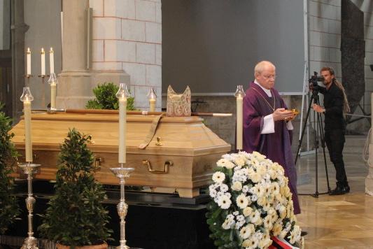 Weihbischof Rudolf Schmid beigesetzt