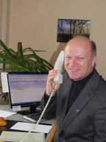 Diakon Franz Schütz nimmt seit 15 Jahren Telefonanrufe entgegen.