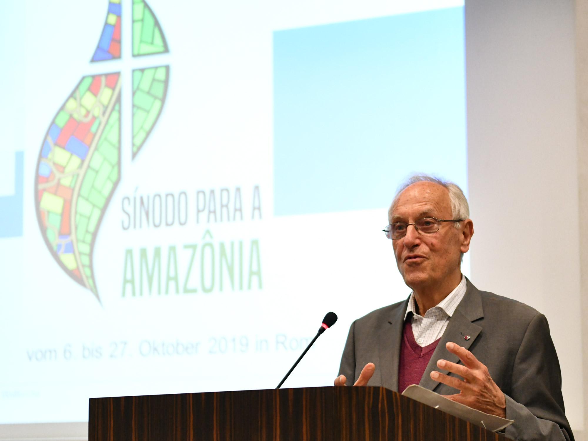 Dr. Paulo Süss spricht über seine Erfahrungen bei der Amazonas-Synode. (Fotos: Julian Schmidt / pba)