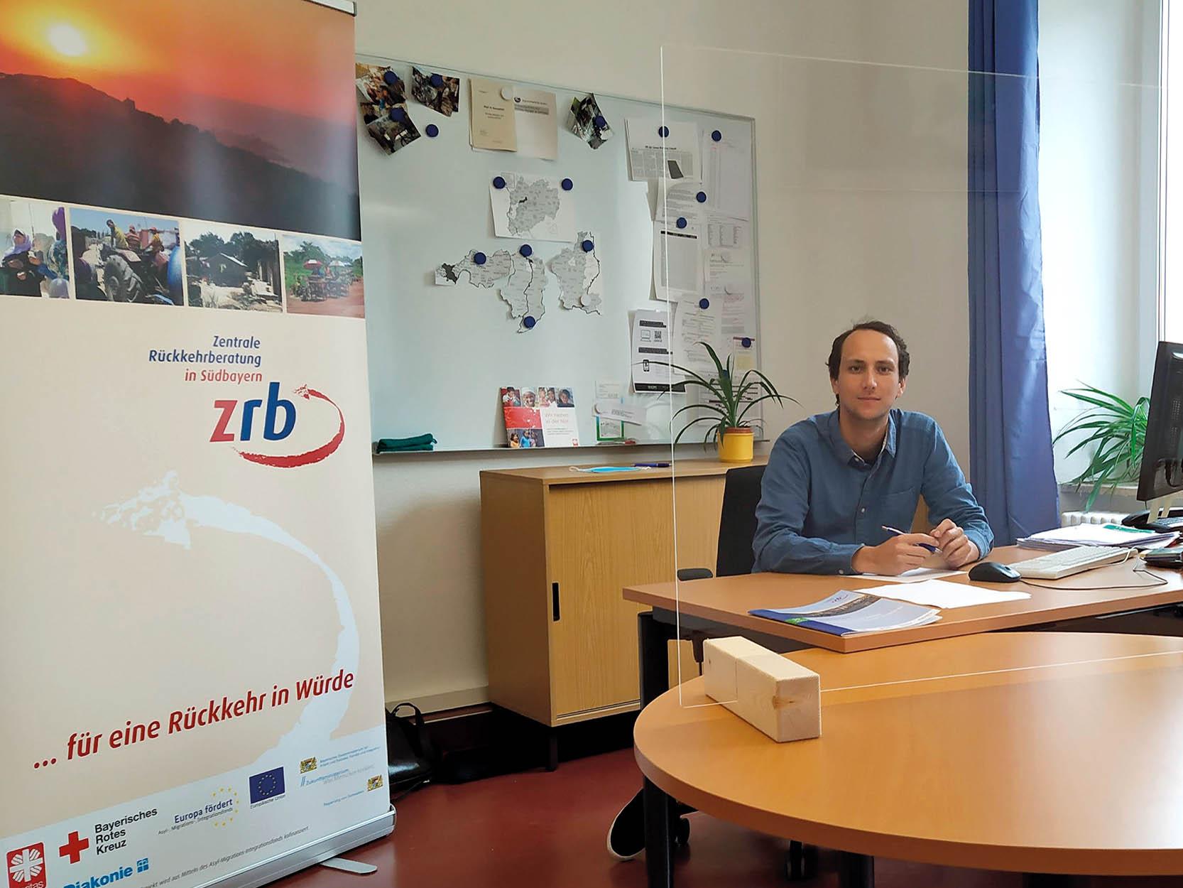 Fabian Doser, Mitarbeiter der Zentralen Rückkehrberatung Südbayern in Kempten. (Foto: Caritas Augsburg)