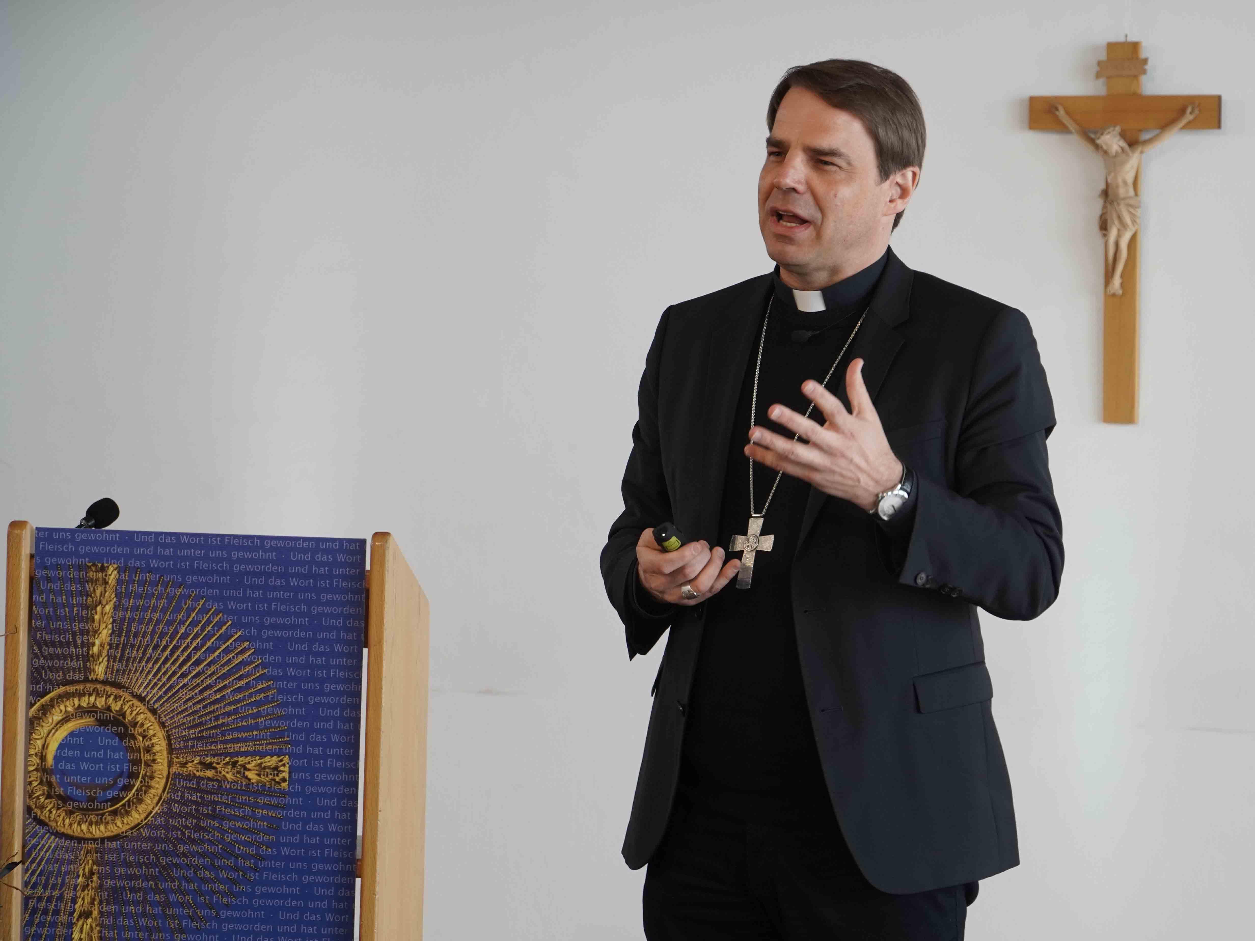 Bischof Dr. Stefan Oster beim digitalen Studientag in Augsburg. (Foto: Jonathan Huber)