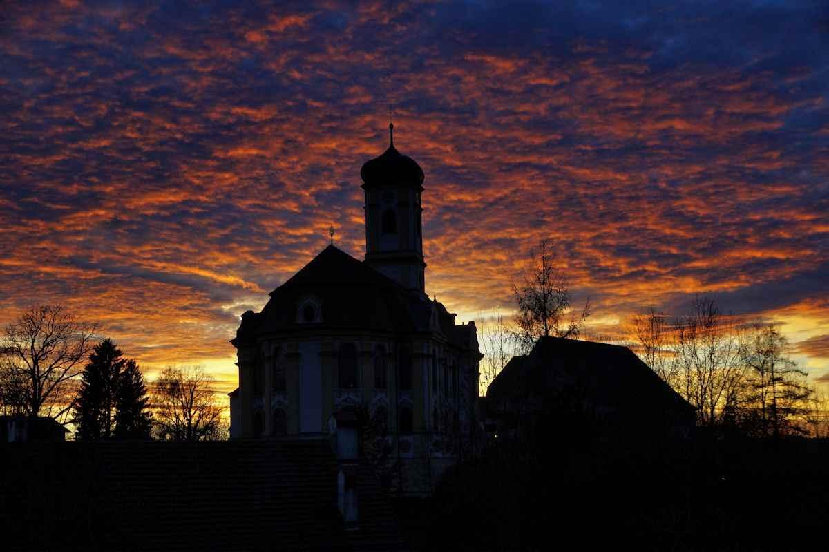 Wallfahrtskirche im Abendrot