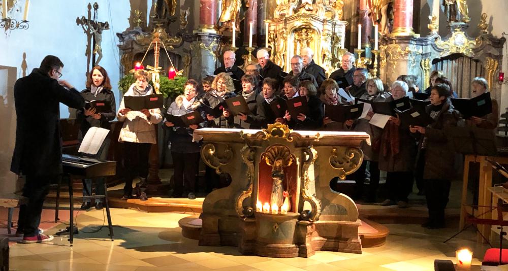 Christoph Stiglmeir mit dem Kirchenchor