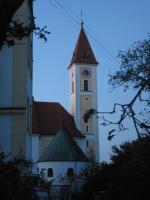 Blick auf Kirche, Schloss und Gefallenenkapelle
