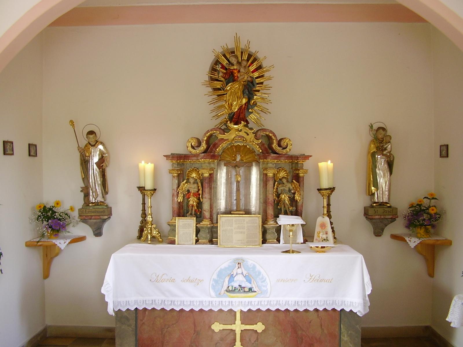 Innenansicht der Kapelle bei den Birkacherhöfen in Lauingen