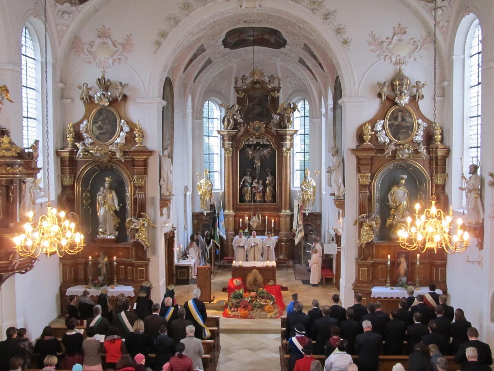 Erntedankgottedienst in der gut besuchten Pfarrkirche