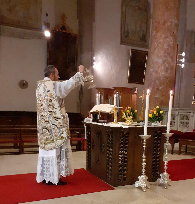 Osternacht - Hl. Messe am Hauptaltar gen Osten