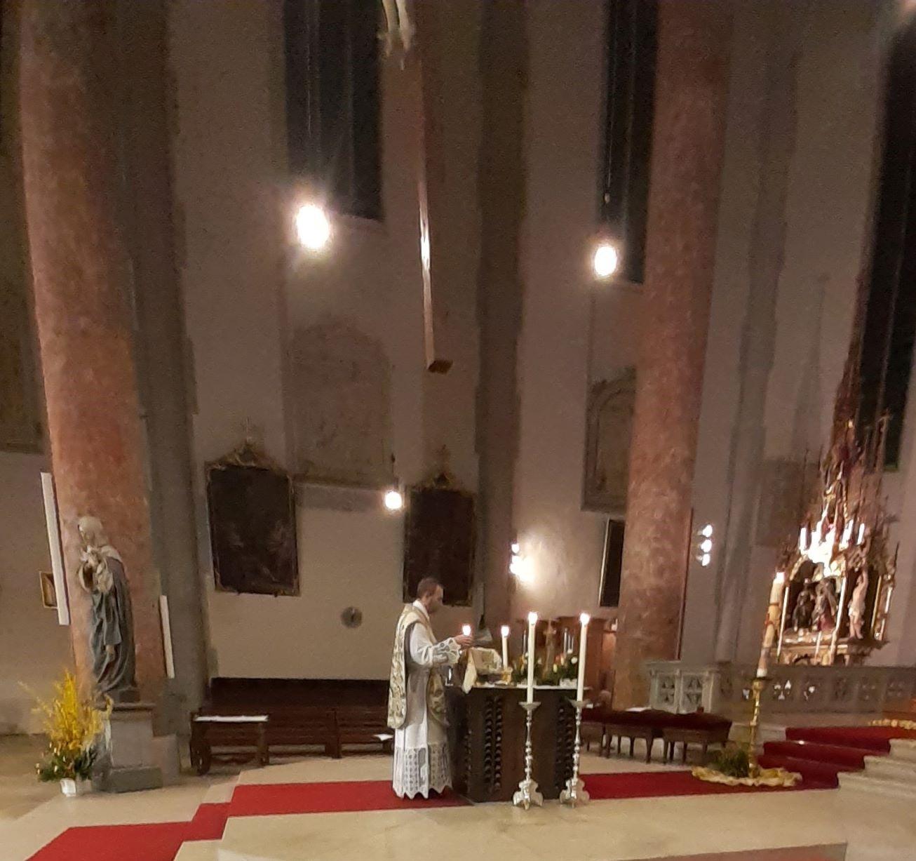 Osternacht - Hl. Messe am Hauptaltar des Münsters