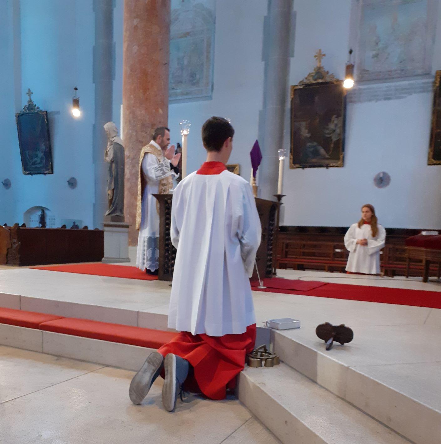 Gründonnerstag - Liturgie vom Letzten Abendmahl, Hl. Messe am Hauptaltar gen Osten