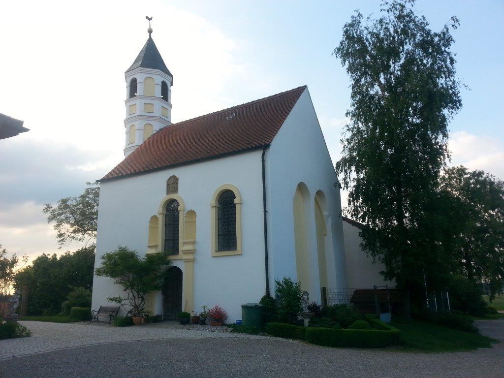 "Kirche ""St. Johannes d. Täufer"" in Winden, Aussenansicht - Foto: Winfried Hermann"