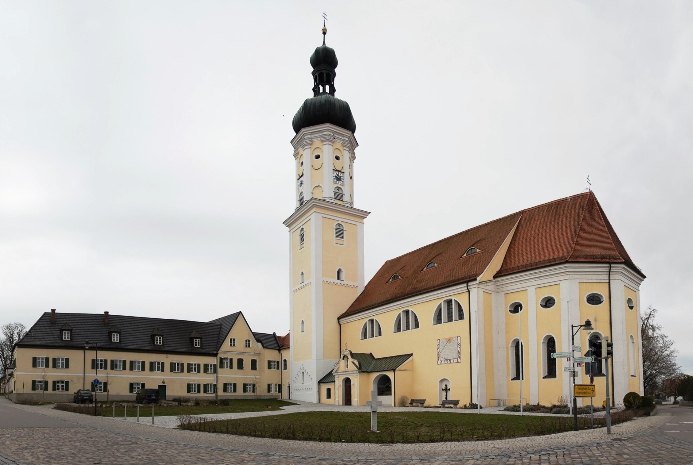 Pfarrkirche St. Magnus, Kirchplatz